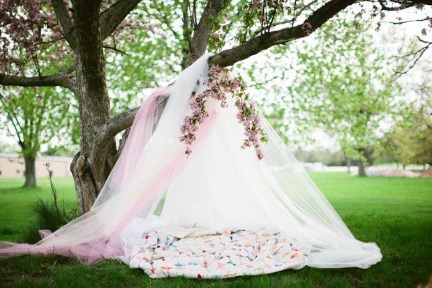 now this could be romantic, with your honey under a big tree love it