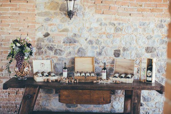 wine themed seating plan http://weddingwonderland.it/2016/04/matrimonio-a-tema-vino-e-uva.html