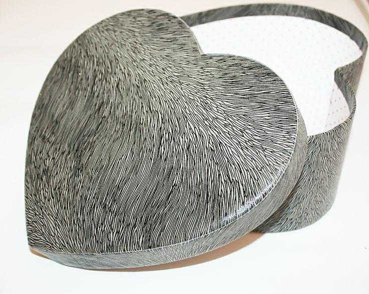 Kalp şeklinde hediye kutusu farklı modellerde www.hediyekutucu.com da