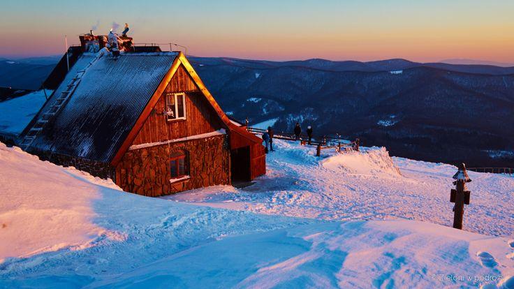 Chatka Puchatka zimą w Bieszczadach