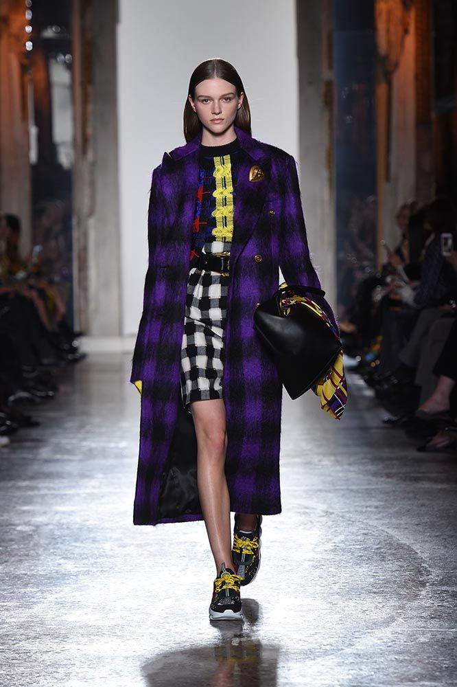 f683d8b3e5 Versace Womenswear FW Fashion Show | Official Website. Discover the ...