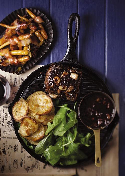 Fillet & boulangère potatoes with Bordelaise sauce & bacon carrots / Filet + boulangère-aartappels met bordelaise-sous en spekwortels