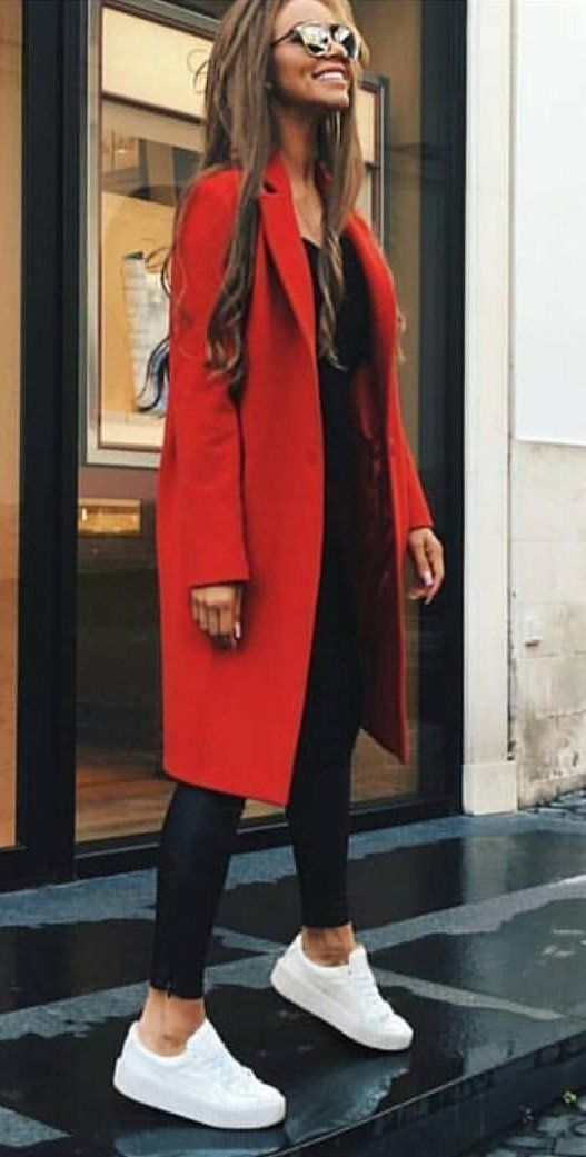 Women's red coat | Red color is the official color of Fall 2017 and probably the brightest trend of the year. Fall-Winter fashion 2017.