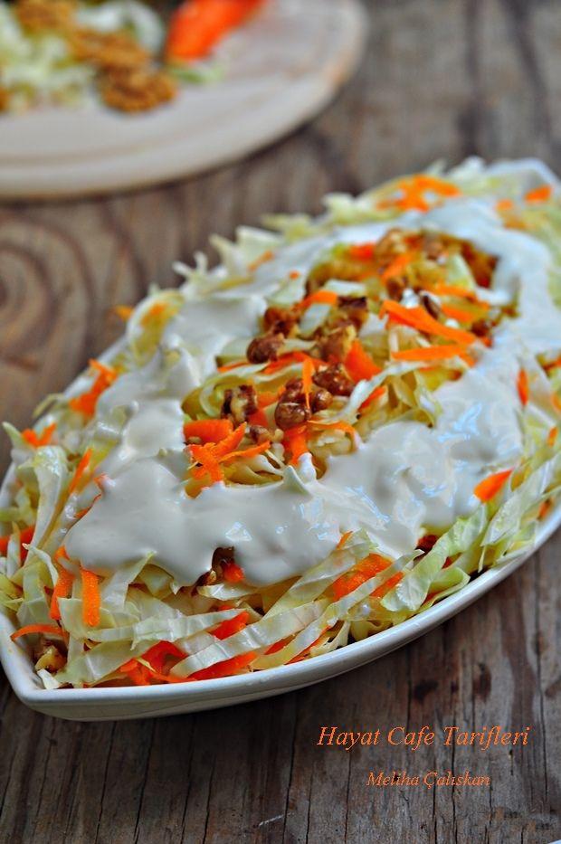 Beyaz lahana salatası...1 Adet küçük boy beyaz lahana, 2 Adet havuç, 6 -7 Adet ceviz içi(isteğe göre arttırabilir, ayda azaltabilirsiniz), 2 Diş sarımsak, Zeytinyağı, Tuz...