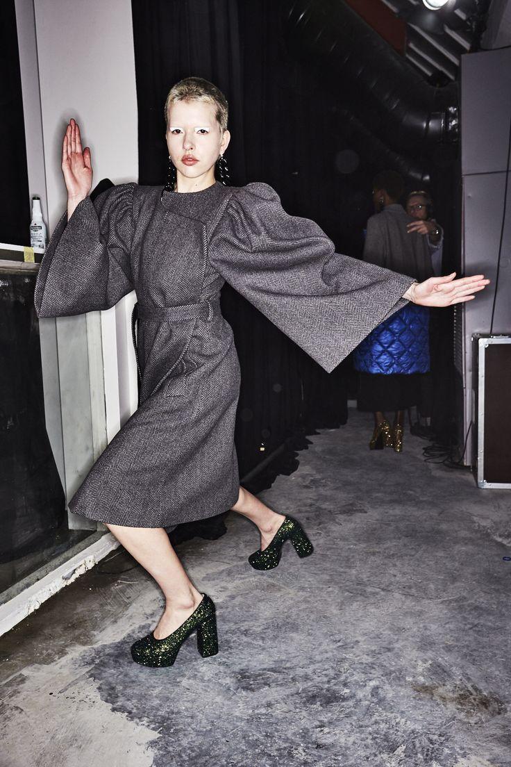 http://www.sonnyphotos.com/2017/03/lutz-huelle-aw1718-fashion-show-paris-backstage