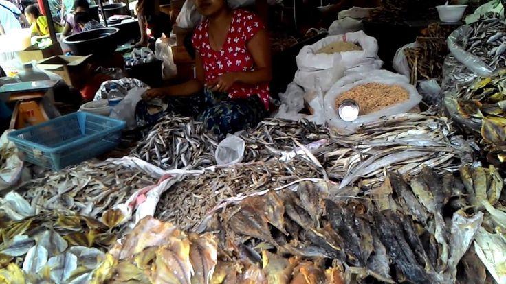 ตลาดใหญ่เมืองเมียวดี ประเทศเมียนร์มาร์ Large market town of Myawaddy Mya...