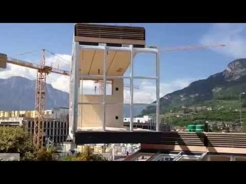 Las viviendas modulares se constituyen por los módulos que las componen. En este vídeo, vemos como el modulo es colocado y posicionado para formar la futura casa. #EstudioDReam #Viviendas #ViviendasPrefabricadas #ViviendaPrefabricada #SistemaPrefabricado #PrefabricatedHouse #Prefabricacion #CasaPrefabricada #CasasPrefabricadas #ViviendasModulares #ViviendaModular #CasaModular #CasasModulares #ArquitecturaModular #ArquitecturaModerna #ViviendasEconomicas #AquitecturaSigloXXI #Arch #Arq…