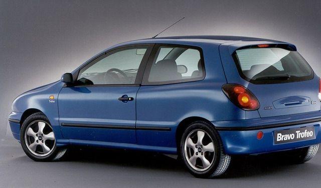 Fiat-Bravo-primeira geração de três-quartos-posteriore_horizontal_lancio_sezione_grande_doppio 1995
