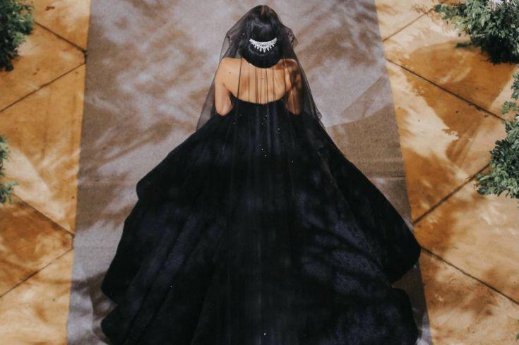 Ein schwarzes Brautkleid sorgt derzeit bei Instagram für Furore. Warum das traumhafte Kleid so manche Bride-to-be zum Umdenken verführen könnte, lesen Sie hier!