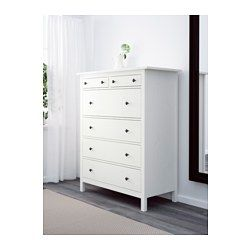 IKEA - HEMNES, Cassettiera con 6 cassetti, mordente bianco, , La casa deve essere un luogo sicuro per tutta la famiglia. Ecco perché è incluso un accessorio di sicurezza con cui fissare la cassettiera alla parete.È in legno massiccio, un materiale naturale caldo e resistente.Una cassettiera alta ti offre tanto spazio su una piccola superficie.I cassetti, facili da aprire e chiudere, sono provvisti di fermacassetti.Puoi organizzare l'interno con il set di 3 scatole SVIRA, venduto a p...