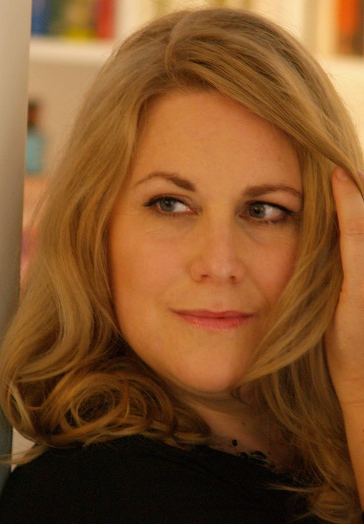 Kerstin Gier wrote Edelstein Trilogie Series, Mütter-Mafia Series, Silber Series, and The Silver Trilogy Series.
