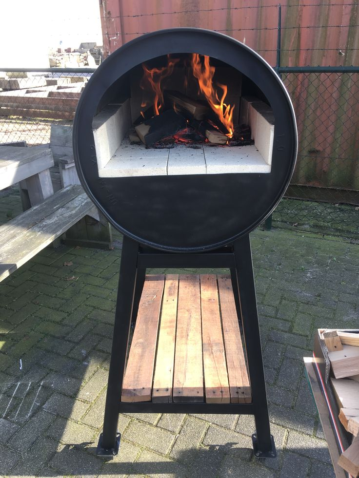 Oil drum pizza oven. Send an e-mail to info@ocmaatwerk.nl to order your custom made pizza oven.