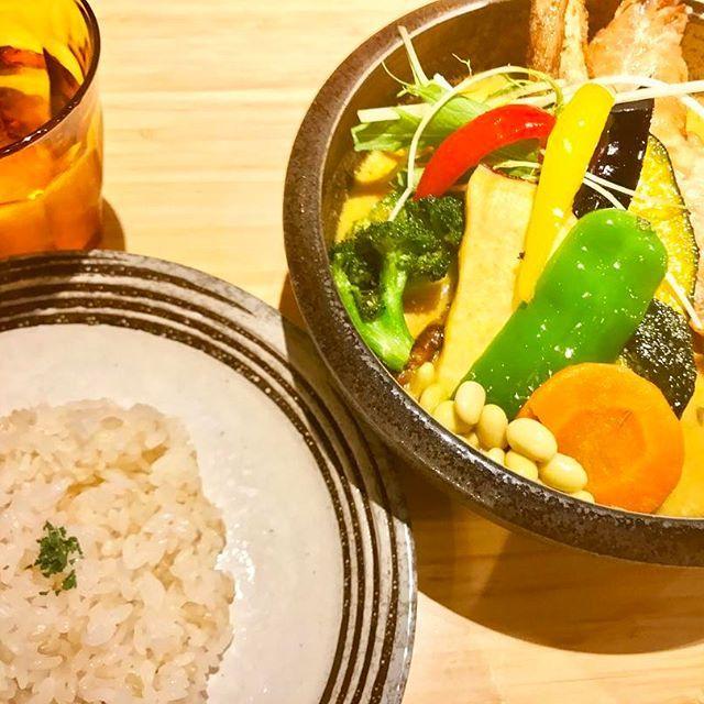晩ごはん😋🍽 * * 友人と一緒に下北沢のサムライカレーでスープカレーを食べに行きました🍛✨ 久しぶりに食べたけど、野菜沢山で美味しかったなぁ〜❤️ * * #晩ごはん #カレー #夕飯 #野菜  #dinner #yummy #curry #chicken
