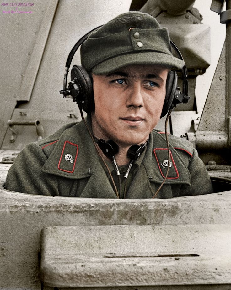 The driver of a newly issued Marder III Ausf.M tank destroyer of 1./Kompanie, Panzerjäger Abteilung 19 (L) of Luftwaffen Feld-Division 19. In the Belgian town of Eeklo, February 1944 ——————————- Le...