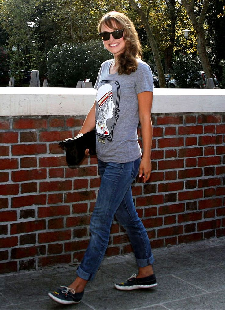 Natalie Portman making jeans and a tshirt look adorable