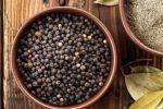 Μαύρο πιπέρι: Οι θαυματουργές του ιδιότητες για τον οργανισμό
