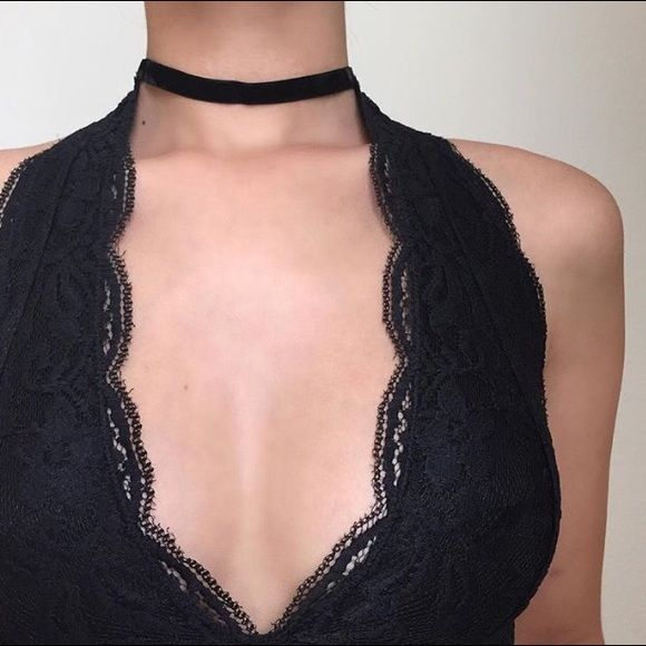 velvet choker lower price on our website (in bio) USE DISCOUNT CODE: CURIOUS (NOT BM) Brandy Melville Jewelry Necklaces