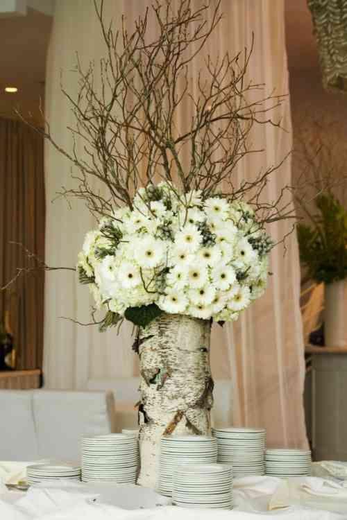 centre de table mariage avec un vase bouleau