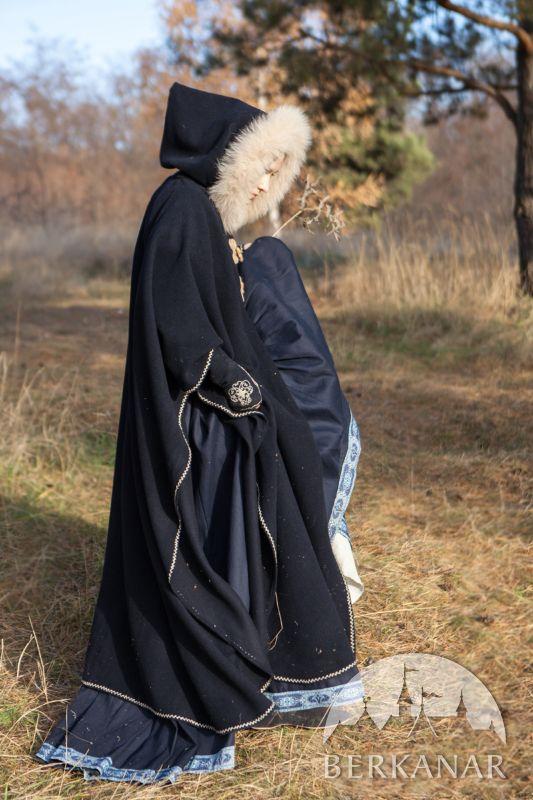 средневековый теплый плащ