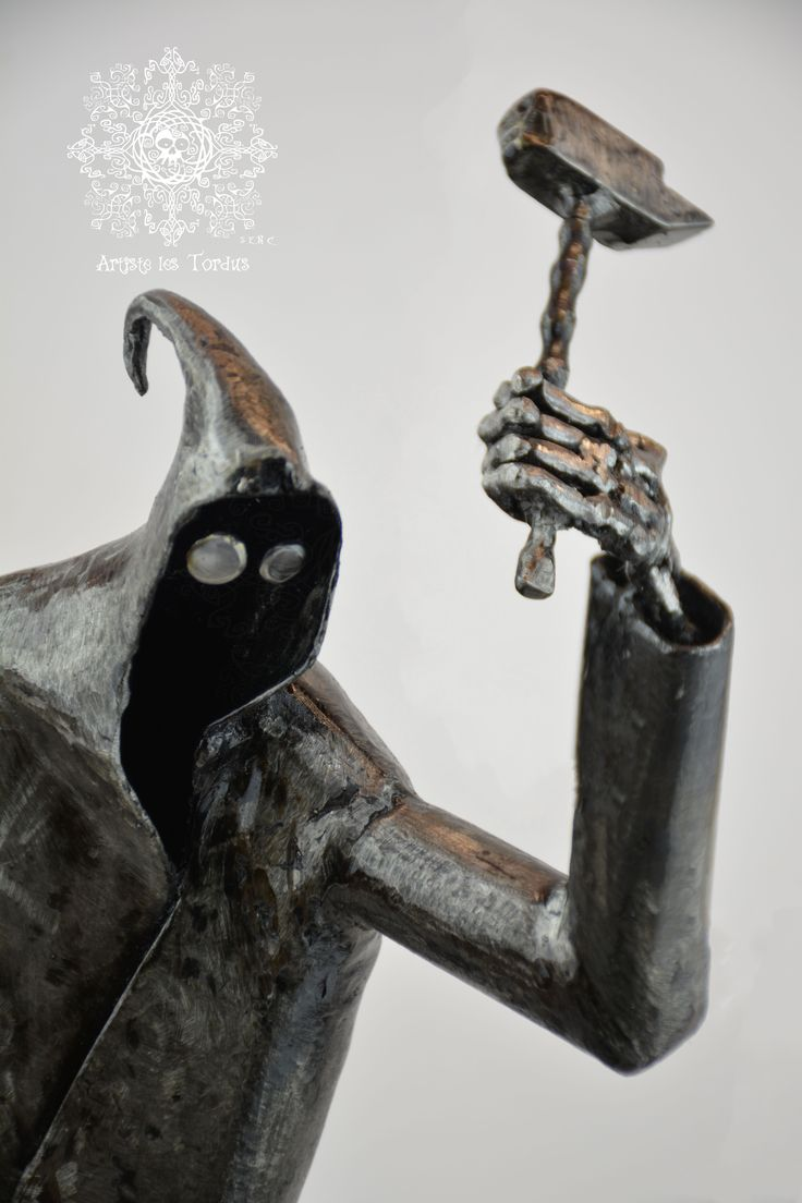 This character is a replica inspired by Dji (Dji death fail) small short film available on Youtube .I find pretty and funny this character and decide to create it in sculpture .I have about 18 hours of work on this sculpture #Artiste_les_tordus #Artistelestordus #metalwork #Dji #Dji_death_fail #death #fail #metalsculpture #sculpture #Art #anvil #Skull #figurine #unique #weldedsculpture #weld #weldingArt #weldingsculpture