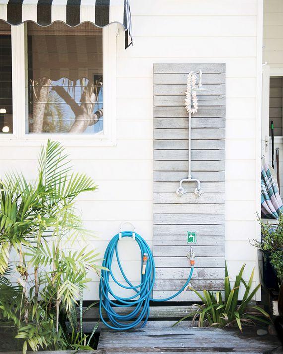 Outdoor shower | Image by Lauren Bamford via Mr Jason Grant