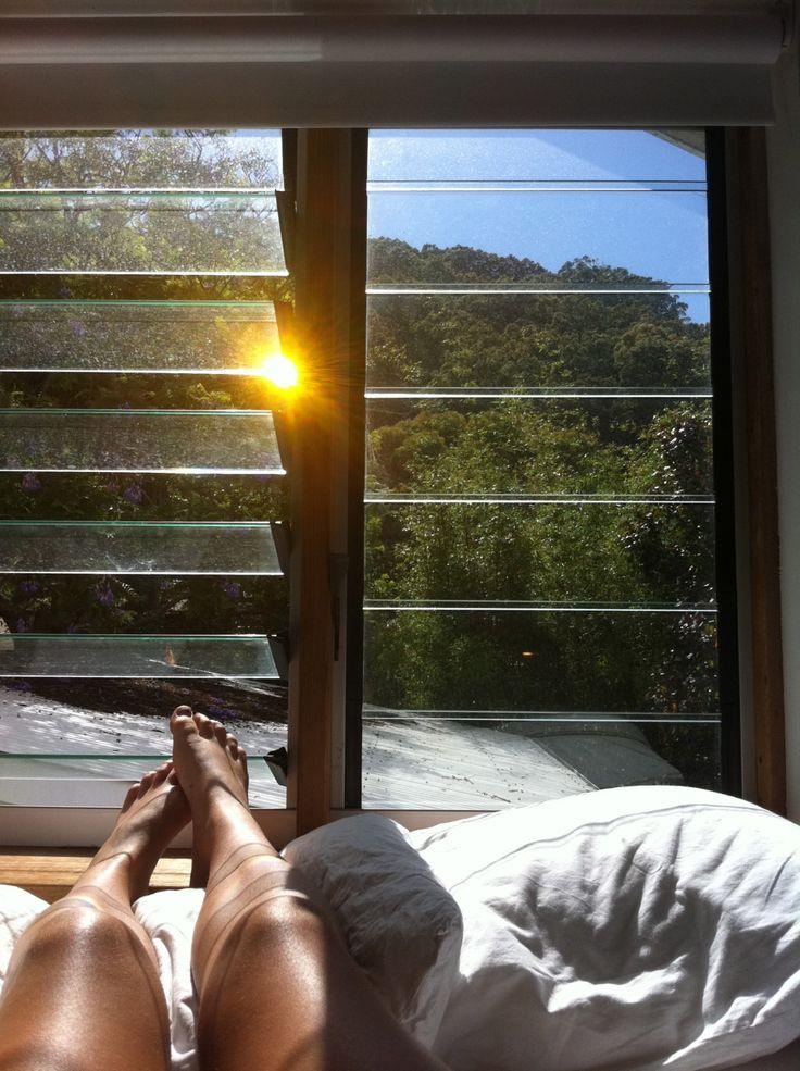la vie est belle,ouvre la fenêtre pour laisser passer la lumière...