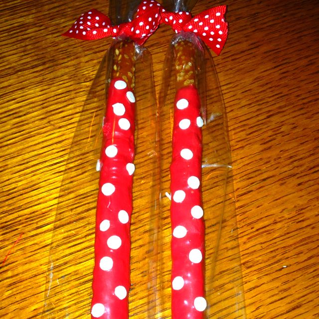 Minnie Mouse chocolate covered pretzels