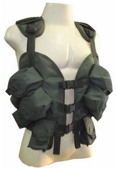 O Colete Tático De Assalto American Modelo USA - AMAN - Paintball Airsoft Swat 20% Off é é confeccionado em nylon de cordura. Possui 06 bolsos frontais. (04 bolsos grandes + 02 bolsos pequenos). Bolsos próprios para acondicionar Equipamento Rádio, Aparelho