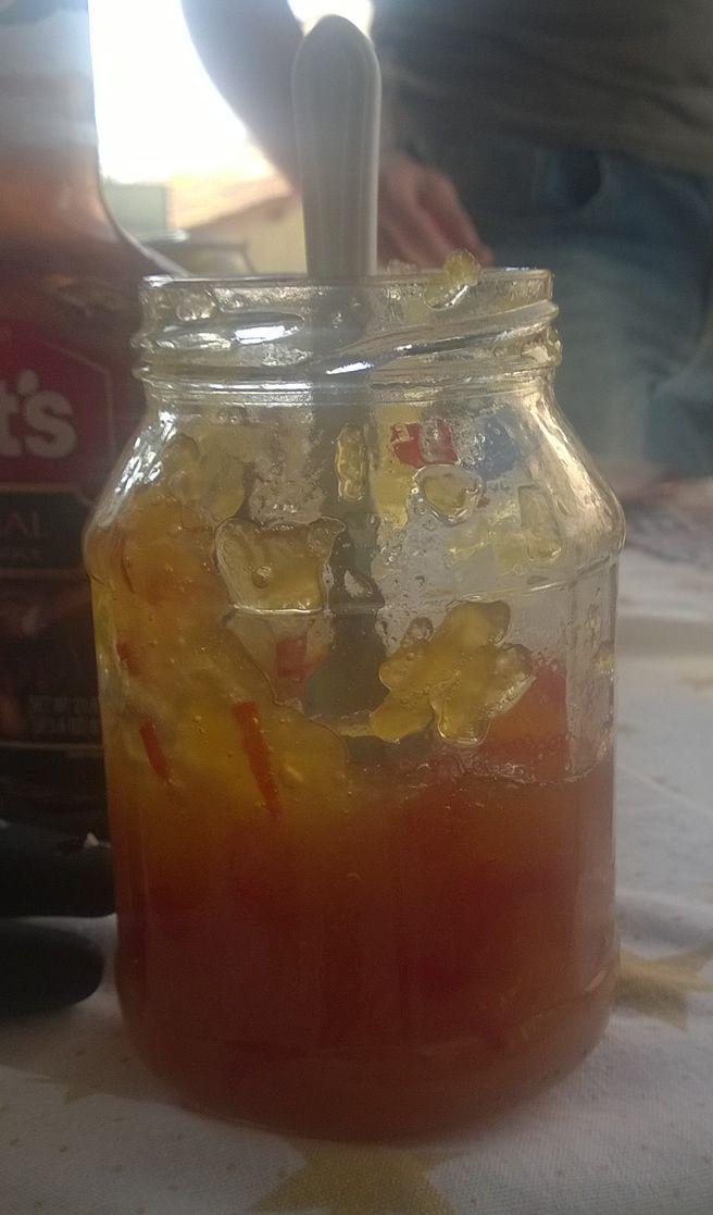 Uma geleia de pimenta agridoce para acompanhar seus lanches. A geleia de pimenta não é tão forte e dá para acompanhar diversos pratos!