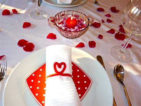 Dining Room, Captivating White And Red Romantic Dining Table Decoration Valentines Day Table Decorations With Sprinkling Rose Ideas: Interesting Romantic Moment At Dining Tables for Excellent Valentine Day