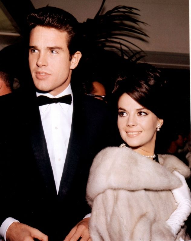 Natalie Wood and #Warren Beatty. Vintage Oscars Photos That Will Take You On A Trip Back In Time.. It nice to go back in time and look at Hollywood .. For years we heard starlets talk about Warren and his handsome good looks... Now take at look he is still a handsome man but we clearly see what all the talk was about ...lol