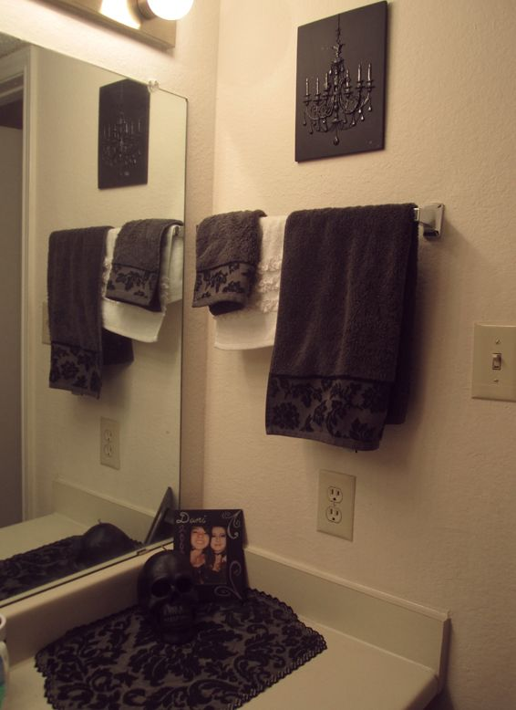 25 best ideas about gothic bathroom decor on pinterest for Gothic bathroom ideas