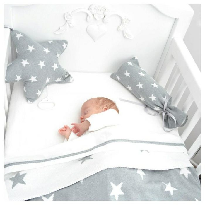 ber ideen zu baby bettw sche auf pinterest mini krippe bettnestchen und bettumrandung. Black Bedroom Furniture Sets. Home Design Ideas