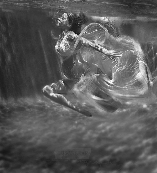 Stunning underwater Maternity Photo