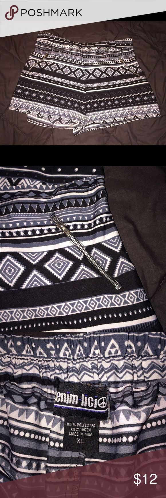 Aztec Print Shorts XL These shorts are from factory connection, they are XL. Gray/Silver/Black Very cute with the zippers in front! Great condition, only worn to try on. 🍂🍁🍃 Shorts
