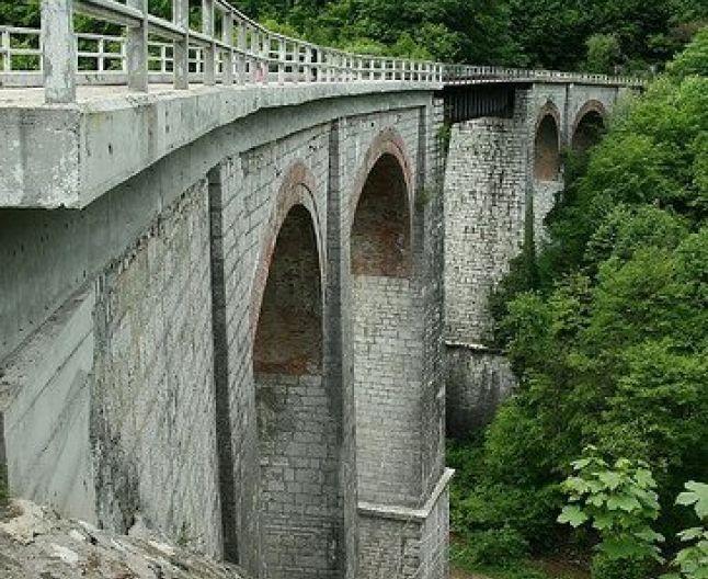 Semmeringul bănăţean, cea mai veche cale ferată montană din ţară, este în pericol să fie închisă