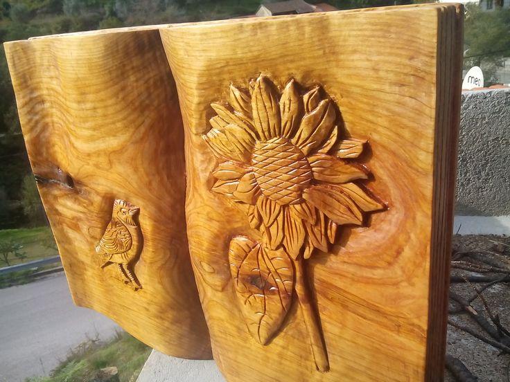 Livro em cedro/ Cedar book, Disponíve/ Available