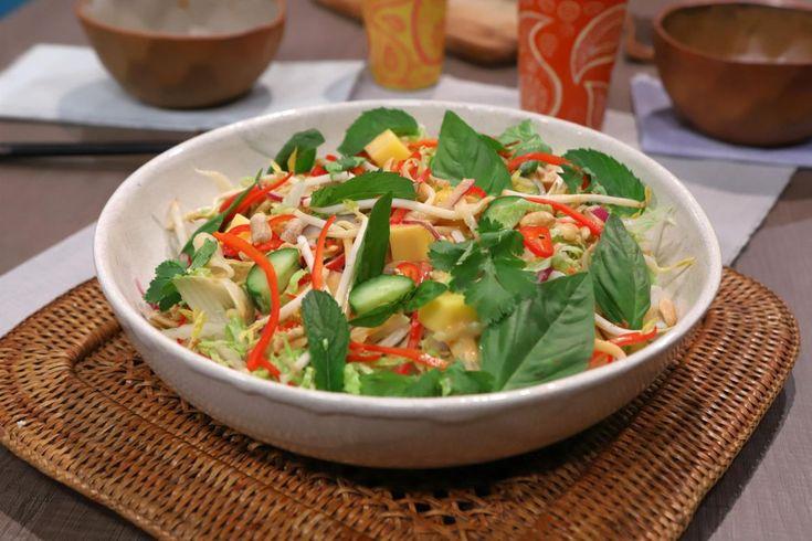 Una receta práctica y deliciosa de ensalada Thai por Lis Ra en El Gourmet. Penne, Ensalada Thai, Salsa Hoisin, Asian Recipes, Ethnic Recipes, Thai Red Curry, Spinach, Food And Drink, Cooking Recipes
