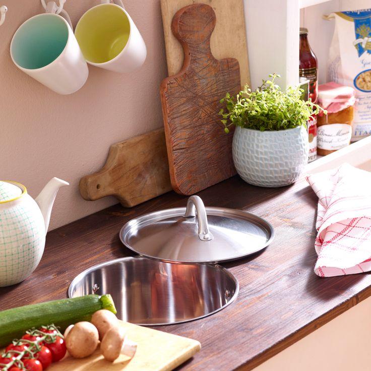 Mit einem Kochtopf und dem richtigen Werkzeug ist die nützliche Küchenvorrichtung ruckzuck selbst gebaut – danach landen sicher im Biomüll