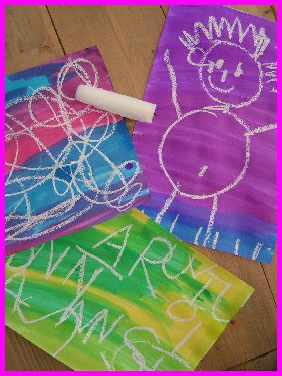 Peinture bougie : on fais un dessin avec une bougie puis en verse de l'encre et hop le dessin appairait.