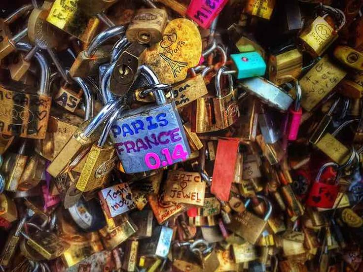 """The """"love locks"""" that once emblazoned the Pont Des Arts have been auctioned to raise thousands of dollars for refugee organizations in France."""
