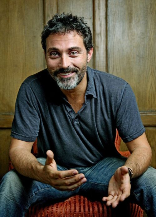 Rufus Sewell...Oh my dear Jesus, he looks so much like Jerry to me.....I think I might cry~