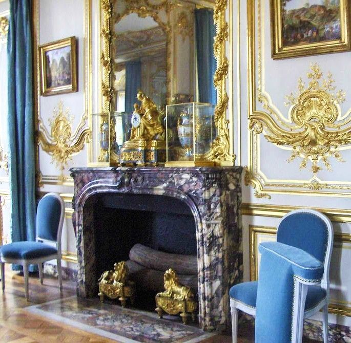 1000 images about palace of versailles on pinterest for Chambre louis xvi versailles