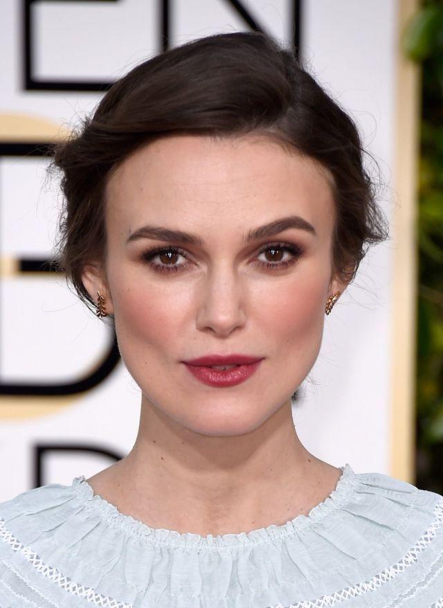 Get Keira Knightley's Romantic Just-Bitten Lips Golden Globes Look  - ELLE.com