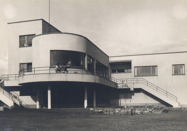 bauhaus architecture and functionalism As head of berlin's bauhaus in  the 20th century's greatest school of art, architecture  fiercely criticising radical art but accepting a functionalism of.