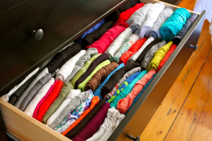 How to organize clothes in your dresser. I've been doing this for yrs! No piles with stuff at the bottom u can't reach without ruining the piles and no mess! U can see everything equally and no mess! No mess!