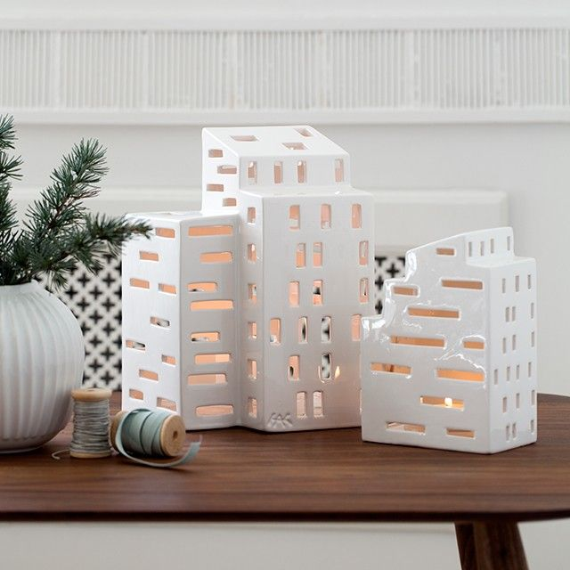 The cute miniature Urbania light houses are beautiful on their own or in small clusters where the golden rays of light sparkle and dance on the snow-white ceramic glaze.