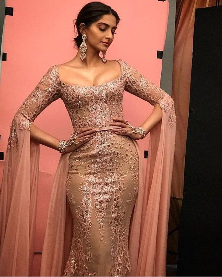 A Closer Look Of Gorgeous Sonamkapoor For Red Carpet Of -2330