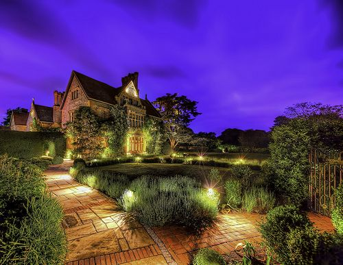 Raymond Blanc's beautiful Le Manoir aux Quat'Saisons in Oxfordshire at night time. #hdr #arthakker