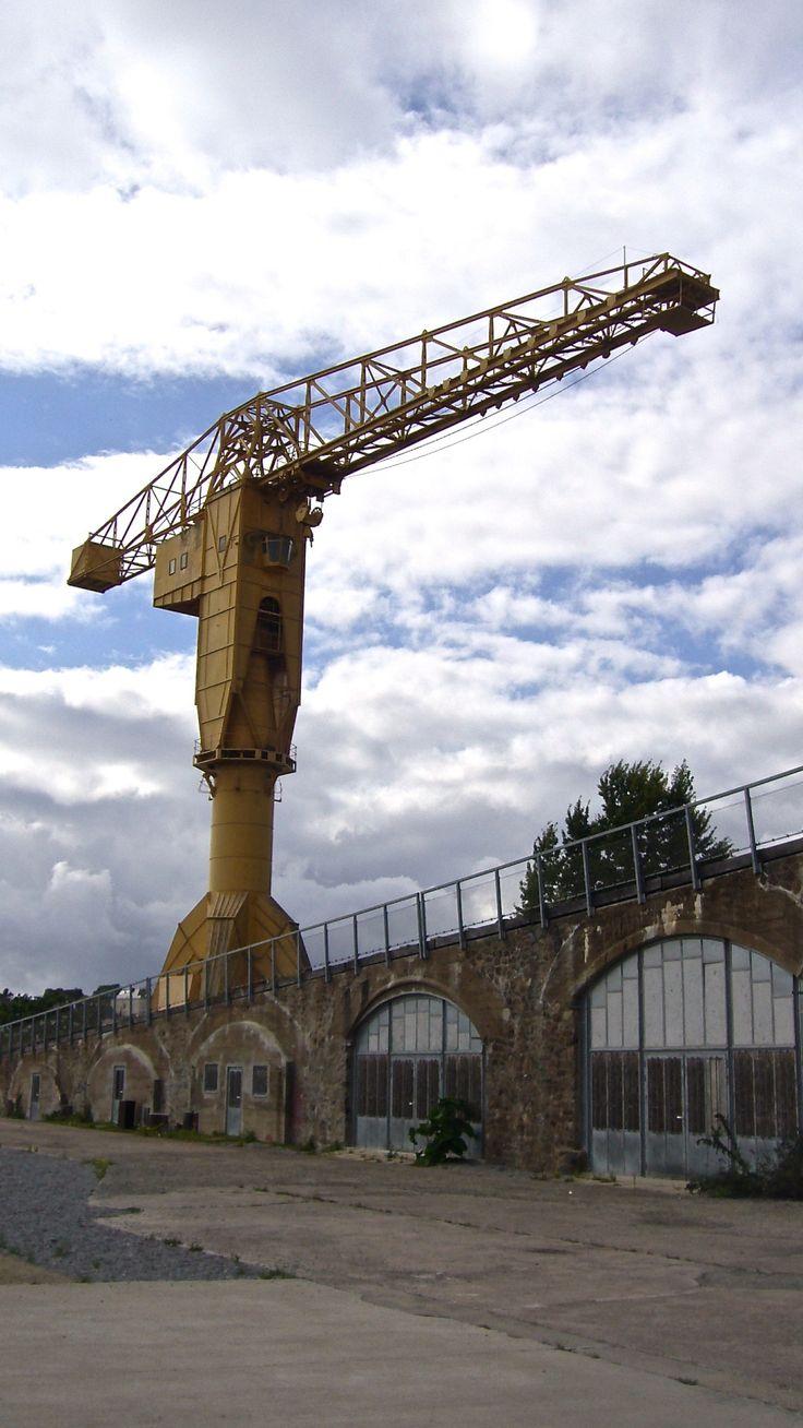 Nantes, Ile de Nantes. Une des deux grues Titan aujourd'hui désaffectées. Elles sont conservées en témoignage du passé industriel du centre de Nantes. La grue jaune, appartenait jadis aux chantiers navals Dubigeon. Elle est aujourd'hui la propriété de la Ville de Nantes.